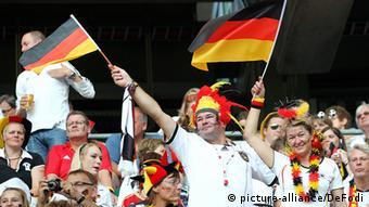 Deutschland Fußball Nationalmannschaft Fans mit flagge
