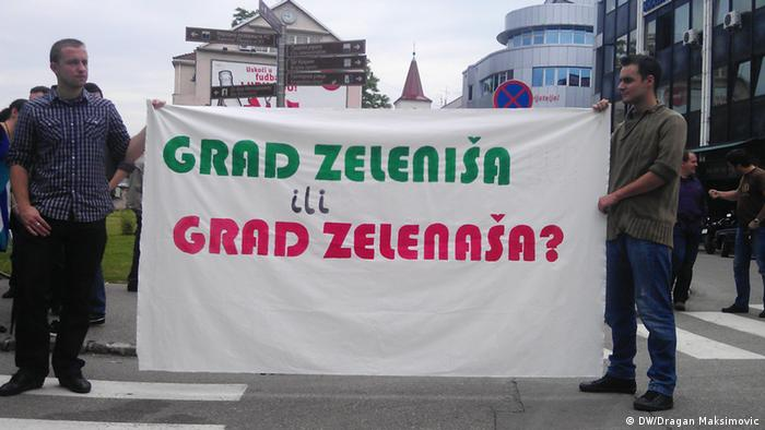 Građani u Banjoj Luci drže transparent, na kojemu piše: Grad zeleniša ili grad zelenaša?