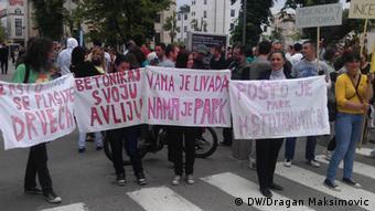 ...narod je uzalud protestovao...