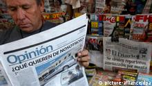 A Man in Mexico reads the opinion section of a newspaper