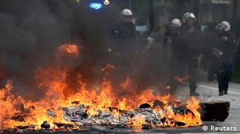 Полиция и горящие баррикады