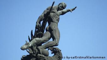 Памятник украинским футболистам на стадионе ''Старт'' в Киеве