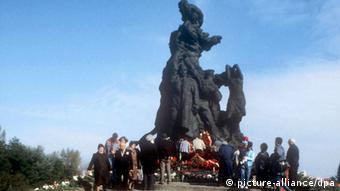 Памятник жертвам массового расстрела в Бабьем Яру в Киеве