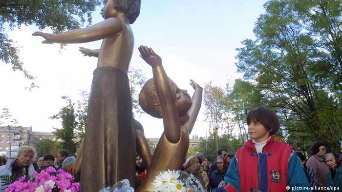 بنای یادبود بابی یار یادآور قتل هزاران کودک است. در ۲۹ و ۳۰ سپتامبر ۱۹۴۱، در دره بابی یار کیف، در مجموع ۳۳ هزار و ۷۷۱ نفر یهودی توسط مردان اس اس تیرباران شدند.