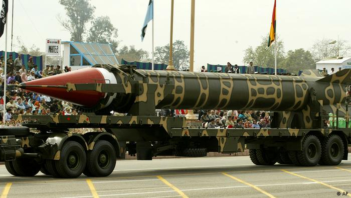 Pakistan-made missile Ghauri, which has range of 1,500 kilometers capable of carrying nuclear war head, is on display during the Pakistan National Day parade in Islamabad, Pakistan on Wednesday, March 23, 2005 in Islamabad (Photo: ddp images/AP Photo/B.K.Bangash)