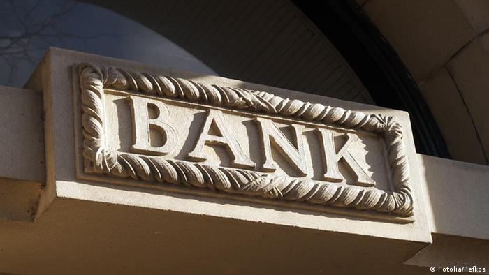 Bank sign in carved stone © Pefkos #28095632 fotolia