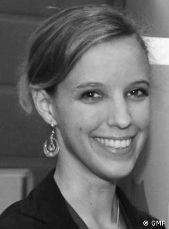 Eva-<b>Maria Verfürth</b> is a freelance journalist and PR consultant specialized <b>...</b> - 0,,15998264_4,00