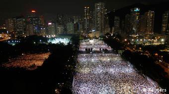 Puluhan ribu warga ikut serta memperingati Tragedi Tiananmen ke-23 di Taman Victoria Hong Kong