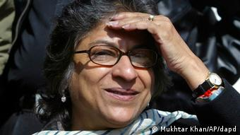 Pakistani human rights activist Asma Jahangir addresses the media during a press conference in Srinagar, India, Saturday, March 8, 2008. Asma is on a two days visit to Jammu Kashmir to meet political and separatist leaders. (AP Photo/Mukhtar Khan)