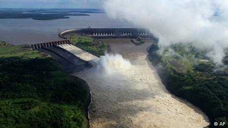 Itaipu Staudamm in Brasilien