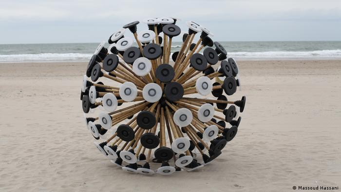 A giant contraption that looks like a dandelion seed