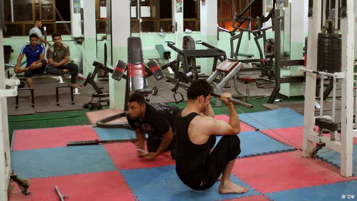 يفضل العديد من العراقيين في بغداد قضاء أقات فراغهم في ممارسة رياضة بناء الأجسام