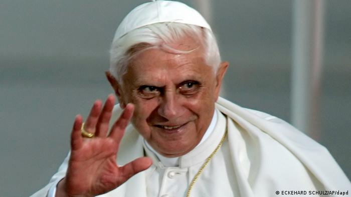 RECROPPED VERSION OF LES102 ** Pope Benedict XVI waves during the farewell ceremony at Cologne airport, western Germany, Sunday, Aug. 21, 2005. Pope Benedict XVI was on his first foreign trip as pontiff and took part in the World Youth Day 2005 in Cologne. (AP PHOTO/Eckehard Schulz)