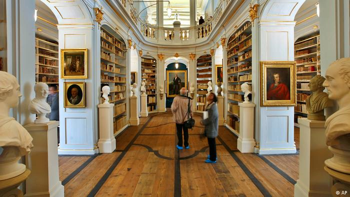 Rococo Hall, with wooden floors, book shelves, statues and paintings, in the Duchess Anna Amalia Library