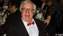 FILE - This Nov. 15, 2000 file photo shows science fiction writer Ray Bradbury at the National Book Awards in New York where he was given the Medal for Distinguished Contribution to American Letters. Bradbury, who wrote everything from science-fiction and mystery to humor, died Tuesday, June 5, 2012 in Southern California. He was 91. (Foto:Mark Lennihan, file/AP/dapd)