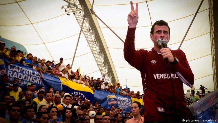 A handout picture provided by the 'Comando Venezuela' official press office of opposition presidential candidate Henrique Capriles Radonski, shows Radonski taking part in a campaign event in Barquisimeto, Venezuela, 25 April 2012. Capriles will challenge current president Hugo Chavez at the Venezuela elections on 07 October 2012 for the presidential period 2013-2019. EPA/Guillermo Suárez HANDOUT EDITORIAL USE ONLY +++(c) dpa - Bildfunk+++