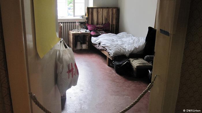 Schlafzimmer darf man nicht - Das Hugenottenhaus der dOCUMENTA (13) (Foto: Jochen Kürten/DW)