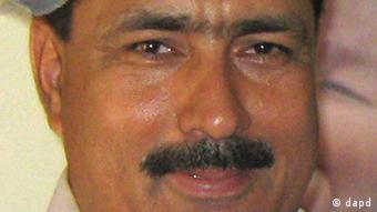 This photo taken on July 9, 2010 shows Pakistani doctor Shakil Afridi taken in Pakistani tribal area of Jamrud in Khyber region. Pakistani doctor Afridi, who helped the U. S. track down Osama bin Laden, was sentenced to 33 years in prison on Wednesday for conspiring against the state, officials said. (Foto:Qazi Rauf/AP/dapd)