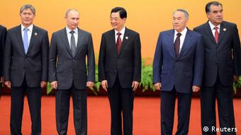 Chinese President Hu Jintao (C) poses with Kyrgyzstan President Almazbek Sharshenovich Atambayev (L), Russian President Vladimir Putin (2L), Kazakhstan's President Nursultan Nazarbayev (2R) and Tajikistan's President Emomali Rakhmon (R) at the Shanghai Cooperation Organization (SCO) summit in the Great Hall of the People in Beijing