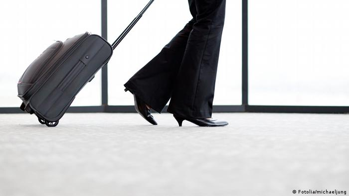 Жена с куфар
