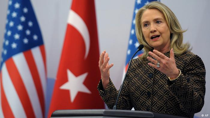 US Secretary of State Hillary Rodham Clinton speaks at a news conference (Photo:AP/dapd)