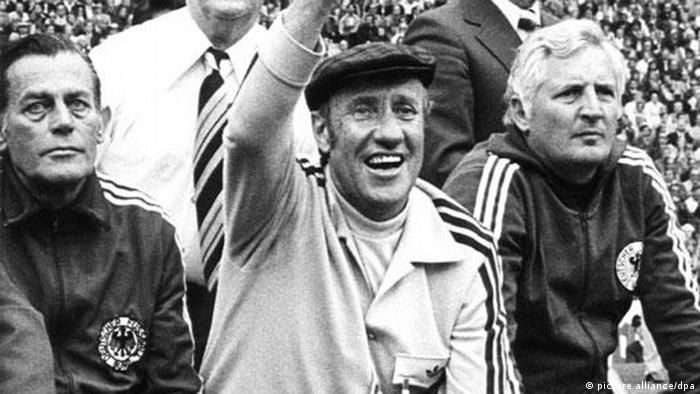 Trainer Helmut Schön at the World Cup in 1974 (Copyright: dpa)