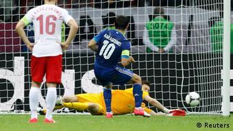 Kipa Przemyslaw Tyton alikuwa chonjo na kuokoa penalti