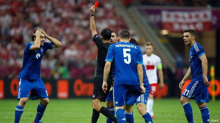 Greece's Sokratis Papastathopoulos, left, reacts after getting a red card during the Euro 2012 soccer championship Group A match between Poland and Greece in Warsaw, Poland, Friday, June 8, 2012. (Foto:Matt Dunham/AP/dapd)