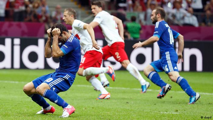 Greece's Giorgos Karagounis reacts after missing a penalty during the Euro 2012 soccer championship Group A match between Poland and Greece in Warsaw, Poland, Friday, June 8, 2012. (Foto:Matt Dunham/AP/dapd)