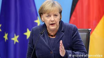 Bundeskanzlerin Angela Merkel (CDU) erläutert am Donnerstagmorgen (27.10.2011) in Brüssel die Ergebnisse des EU-Gipfels. Die Euro-Staaten und die Banken haben sich auf einen teilweisen Schuldenerlass für Griechenland geeinigt. Demnach sollen private Gläubiger wie Banken und Versicherer auf 50 Prozent ihrer Forderungen verzichten. (Foto: dpa)