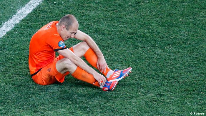 Netherlands' Arjen Robben reacts after losing their Group B Euro 2012 soccer match against Denmark at the Metalist stadium in Kharkiv, June 9, 2012. REUTERS/Michael Buholzer (UKRAINE - Tags: SPORT SOCCER)