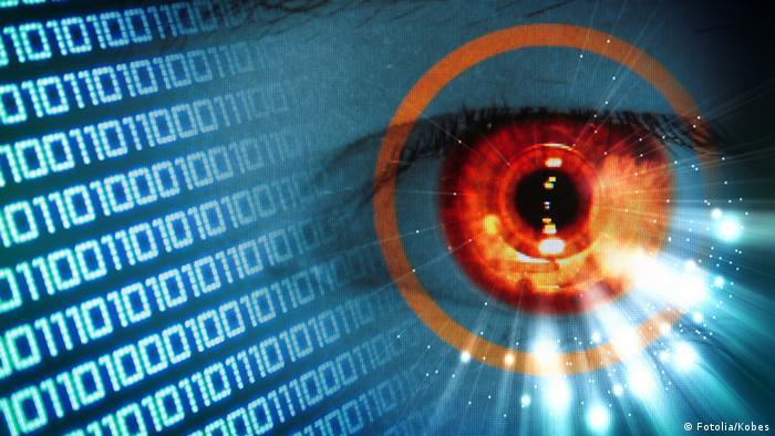 Symbolbild Multimedia Auge Cyberwar
