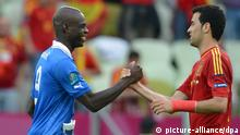 Spain's Sergio Busquets (R) and Italy's Mario Balotelli shake hands after UEFA EURO 2012 group C soccer match Spain vs Italy at Arena Gdansk in Gdansk, Poland, 10 June 2012. The match ended in a 1-1 draw. Photo: Marcus Brandt dpa (Please refer to chapters 7 and 8 of http://dpaq.de/Ziovh for UEFA Euro 2012 Terms & Conditions)