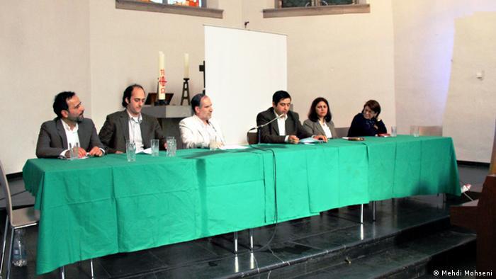 چند تن از سخنرانان، از راست به چپ،: خدیجه مقدم، فرزانه عظیمی، سراجالدین میردامادی (گرداننده جلسه)، رجبعلی مزروعی، عمارملکی و حسن فرشتیان