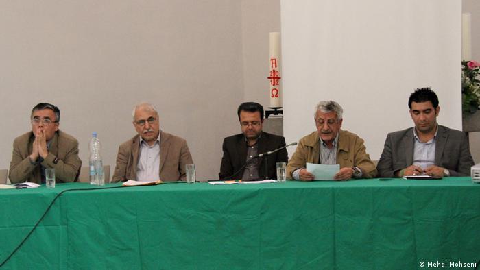 چند تن از سخنرانان، از راست به چپ: محمد صادقی، بیژن حکمت، طه شریفی (گرداننده جلسه)، بهروز خلیق و تقی رحمانی