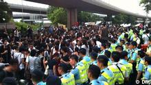 Anbei sind drei Bilder zum Thema Massenproteste in Hongkong am 10.Juni. Wo: Hongkong Wann: 10.Juni Was: Rund 25000 Hongkongnesen gingen am 10.Juni auf die Straße und verlangten eine klare Untersuchung für den Todesfall des chinesischen Dissidenten Li Wangyang. Copyright by DW-chinesisch