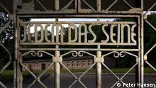 Lagertor mit Blick auf die Lagerkommandantur. Sammlung Gedenkstätte Buchenwald. Foto: Peter Hansen
