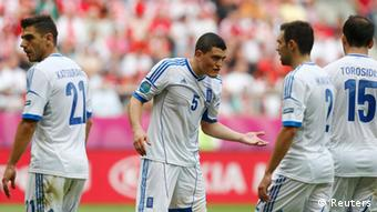 Greece's Kostas Chalkias (C) talks to his team mates during their Group A Euro 2012 soccer match against Czech Republic at the city stadium in Wroclaw, June 12, 2012. REUTERS/Dominic Ebenbichler (POLAND - Tags: SPORT SOCCER)