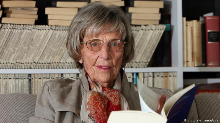 Margarete Mitscherlich, reading a book