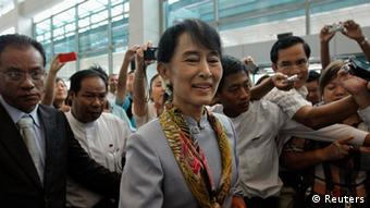 Myanmar's pro-democracy leader Aung San Suu Kyi makes her way through the Yangon International Airport as she leaves for her trip to Europe June 13, 2012. REUTERS/Minzayar (MYANMAR - Tags: POLITICS)