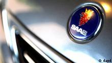 Berlin/ ARCHIV: Ein Logo des schwedischen Autoherstellers Saab, aufgenommen in Berlin auf der Motorhaube eines Autos in einem Autohaus (Foto vom 30.11.09). Die Insolvenzverwalter des schwedischen Autobauers Saab haben nach eigenen Angaben vom Mittwoch (13.06.12) einen Kaeufer fuer das Unternehmen gefunden. (zu dapd-Text) Foto: Timur Emek/dapd