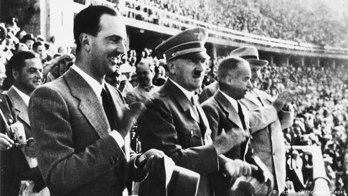 هیتلر در استادیوم ورزشی برلین حین المپیک سال ۱۹۳۶