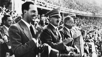 O Χίλτερ στο Ολυμπιακό Στάδιο του Βερολίνου τον Αύγουστο του 1936
