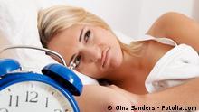 Schlaflosigkeit Schlaf Wecker Symbolbild