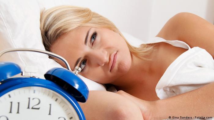 Schlaflose Frau im Bettt (Foto: Gina Sanders - Fotolia.com)