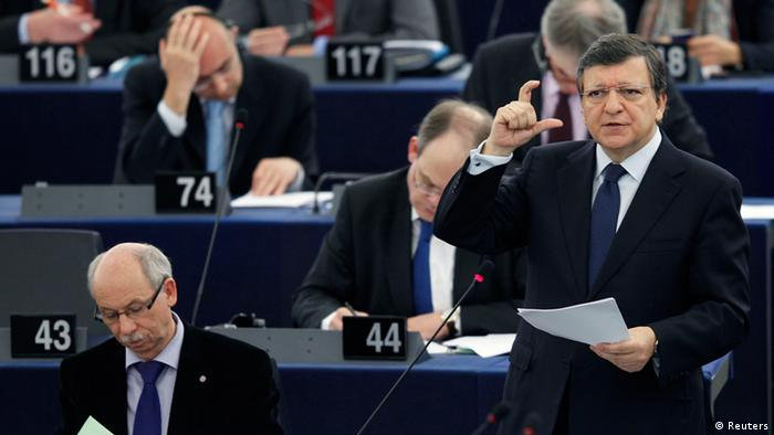 European Commission President Jose Manuel Barroso (R) addresses the European Parliament during a debate on the European Council meeting and the multiannual financial framework in Strasbourg June 13, 2012. REUTERS/Vincent Kessler (FRANCE - Tags: POLITICS BUSINESS)