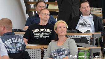 NPD-Abgeordnete provozieren am Mittwoch (13.06.2012) im Sächsischen Landtag mit der bei Neonazis beliebten Modemarke Thor Steinar. Sie wurden daraufhin für diese und drei weitere Sitzungen ausgeschlossen. (Foto: Giersch/dpa)