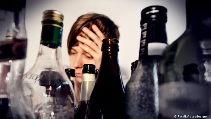 Symbolbild Trinken Alkoholismus