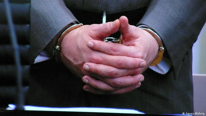 Beim Terrorprozess gegen Anders Behring Breivik in Oslo geht es derzeit um die Zurechnungsfähigkeit des Angeklagten zum Tatzeitpunkt. Hatte der Massenmörder Anders Behring Breivik eine Psychose wie es das erste Gutachten im vergangenen Jahr attestierte oder ist er straffähig, wie das zweite rechtspsychiatrische Gutachten nahelegt. Davon hängt die zentrale Frage ab, ob der Täter nach der Urteilsverkündung im Gefängnis oder im Krankenhaus landet.