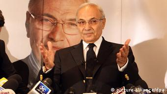 Shafiq waves before a press conference in Cairo